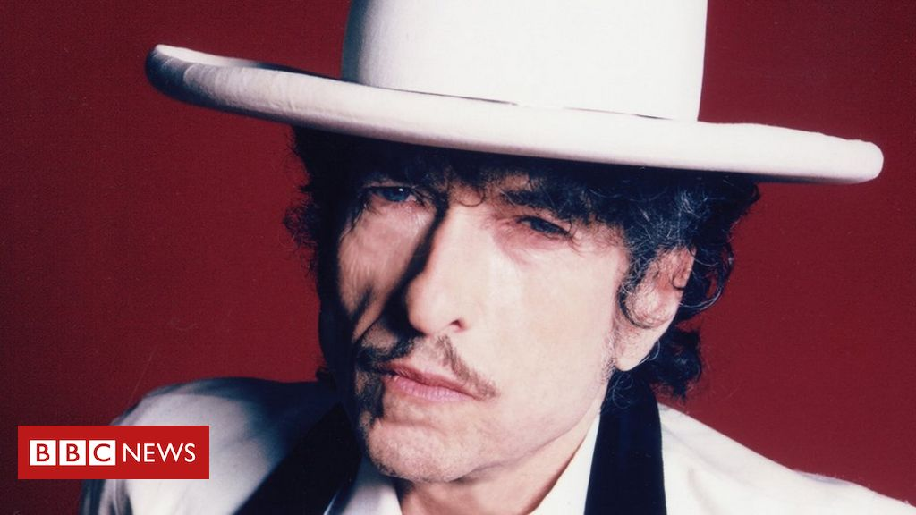 Bob Dylan sells rights to all his songs to Universal Music Group