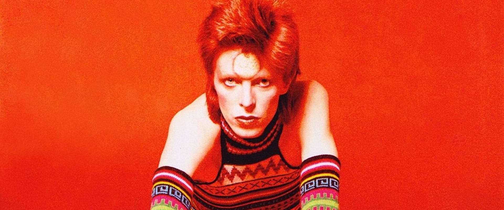 4 David Bowie Style Staples Influencing 2021 Fashion — David Bowie Makeup Eyes Fashion Trends