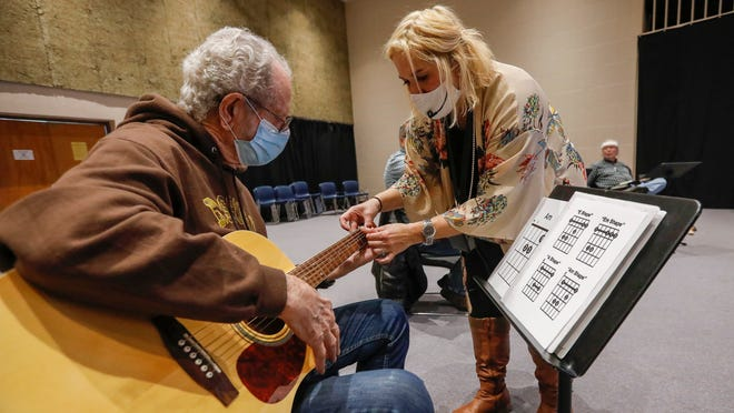 Guitar program helps veterans with PTSD