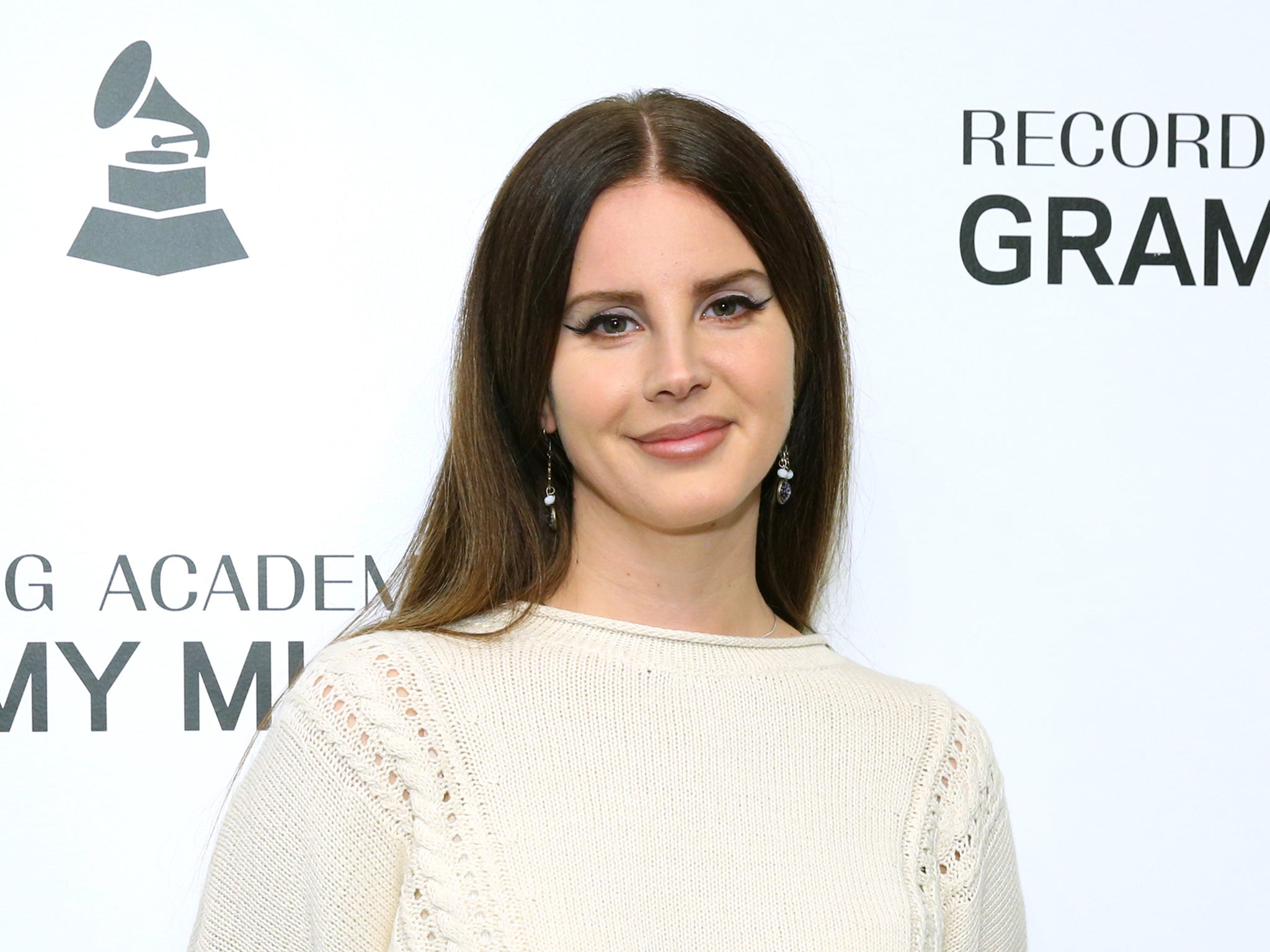 Lana Del Rey defends new album cover against 'people of colour' criticism: 'I'm literally changing the world'