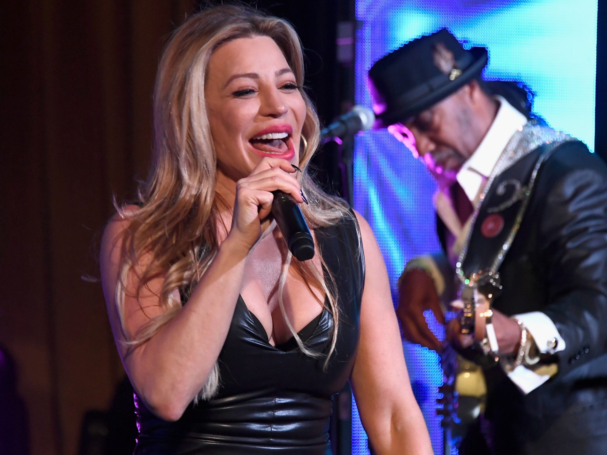 Taylor Dayne defends Mar-a-Lago New Year's Eve performance: 'I try to stay non-political'