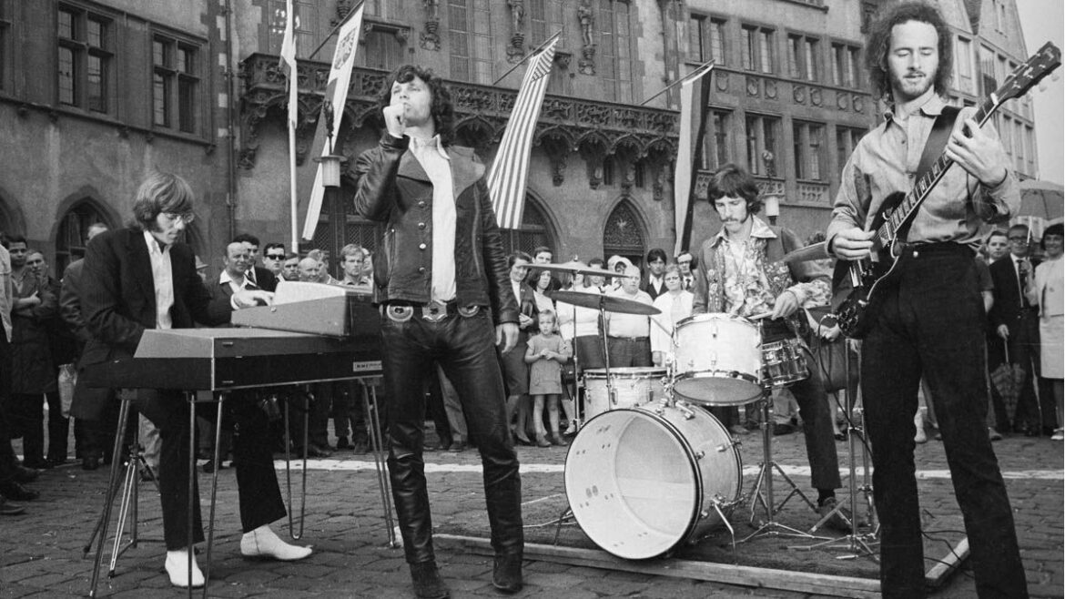 5 songs guitarists need to hear by… The Doors