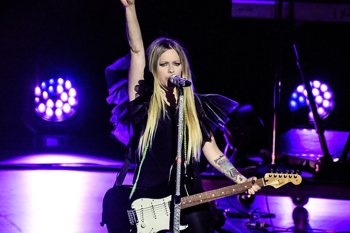 Avril Lavigne's New Album Is Done, May Mark Her Pop-Punk Return