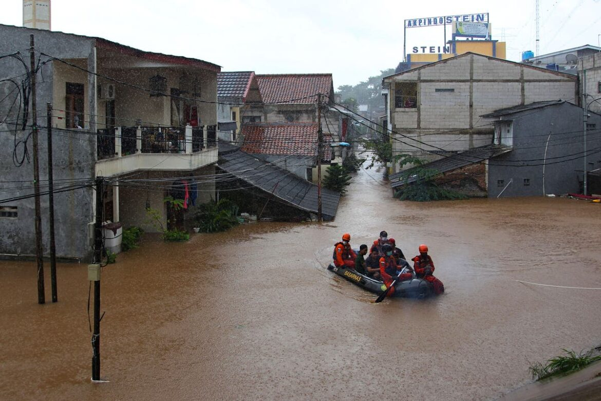 Indonesian capital hit by monsoon floods with over 1,000 evacuated