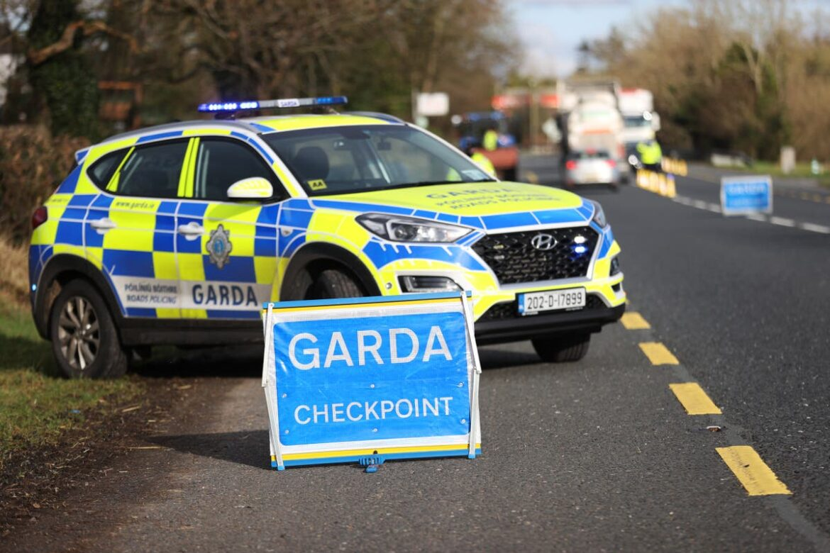 Covid: Northern Ireland drivers turned away from border with Republic