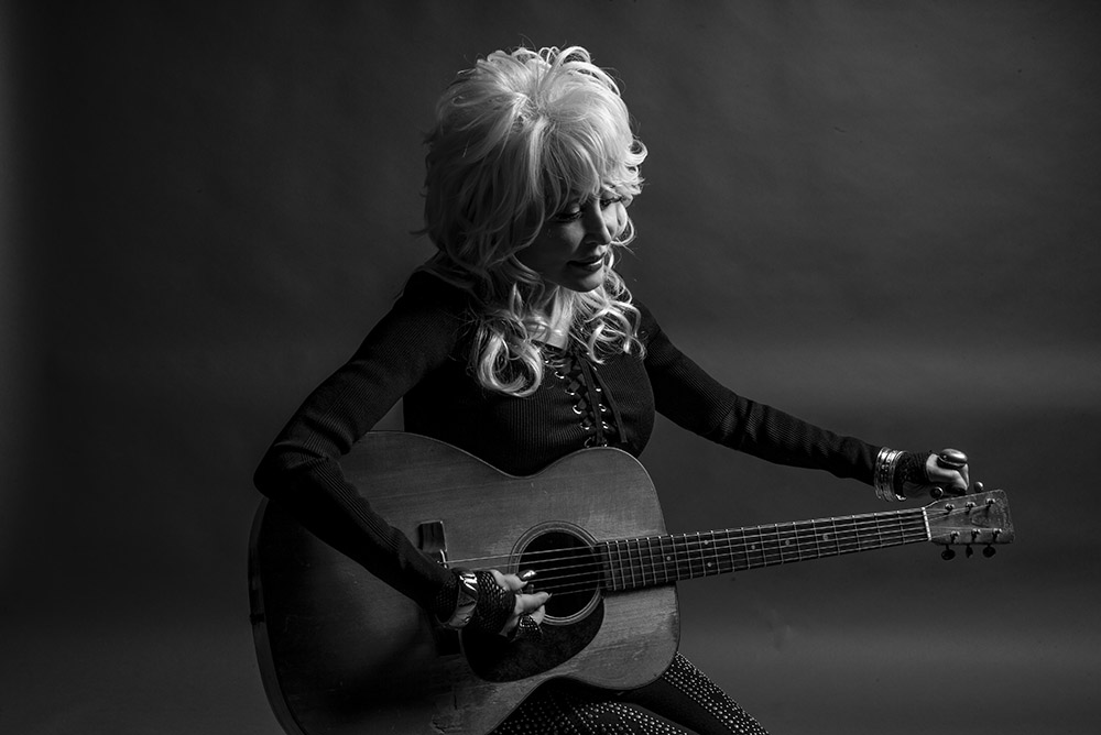 Dolly Parton Calls On Her Fans To Support America's Independent Live Music Venues