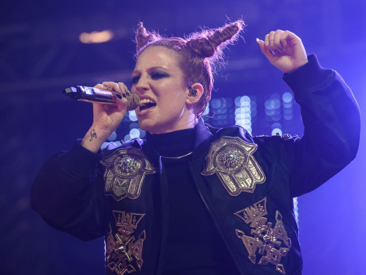 Jess Glynne criticised for using offensive slur in Mo Gilligan podcast