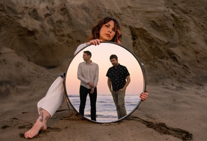 "mxdwn PREMIERE: Sunset Lines Showcase Innovative '80s Influences on ""Unresponsive"""