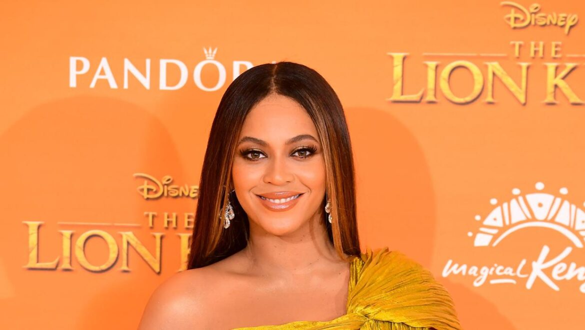 Beyonce shares rare family pictures of beach trip